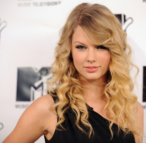 taylor swift hair. Taylor Swift does not look